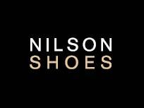 I Nilson Shoes har vi jobbet med sko i over 25 år. Helt siden starten har vi arbeidet ut fra samme idé – THE BEST OF SHOE BRANDS. Vi vet at de rette skoene gjør antrekket ditt komplett, men de skal også være holdbare og behagelige. Derfor tar vi bare inn modeller og varemerker som klarer våre kvalitetskrav.